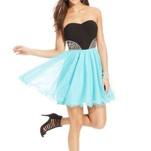 Blondie Nights Mini Homecoming Dress • size 5